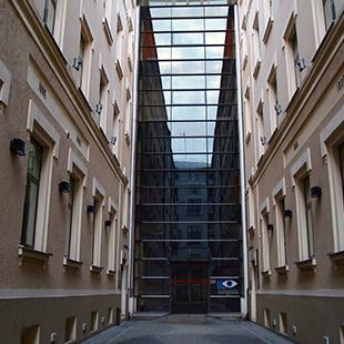 Dr. Solomatina acu centra ēka
